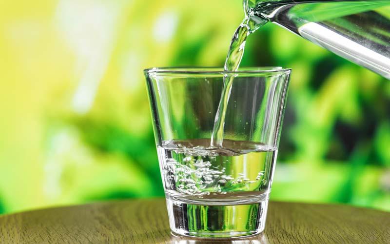 delo-Delo blogpost - come combattere il caldo - bicchiere acqua