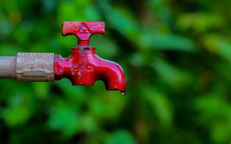 Delo blogpost - come combattere il caldo - rubinetto che perde