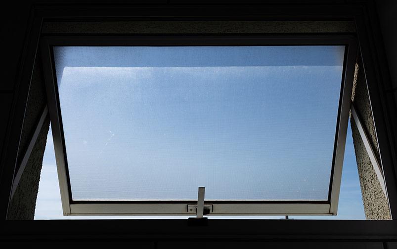 delo blogpost - muffa in casa - finestra bagno aperta