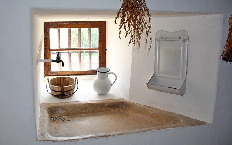 Delo blogpost - curiosita bagno - lavabo antico